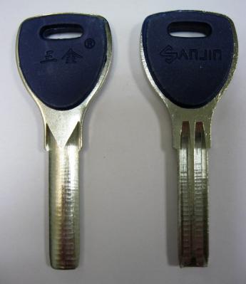 Заготовки для ключей 00651 SANJIN пластик вставка 2 паза широкие (31*7,9*2,5 мм)