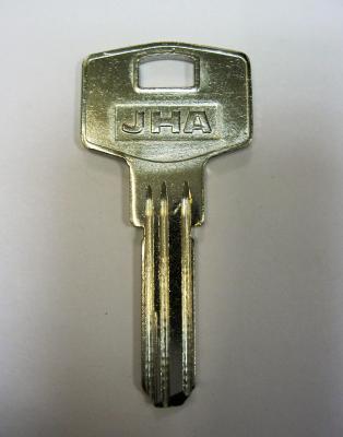 Заготовка для ключей 00547 KAE4_KLE4_KAL4_X 3 паза вертикальная