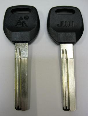 Заготовка для ключей 00604 JULI 2 паза левые D-143 вертикальная пластик