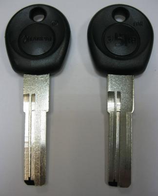 Заготовки для ключей 00575 MLP-2D пластик кв. спец. левые 2 паза вертикальные