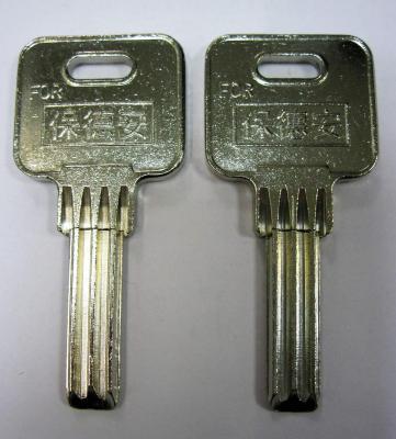 Заготовка для ключей 00641 BAODEAN кор. квадрат. спец 4 паза вертикальная