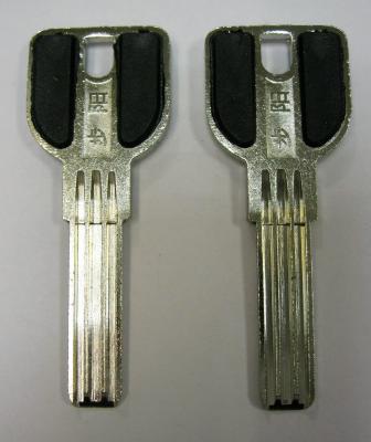 Заготовка для ключей 00645 SANJIN 3 паза пластиковая вставка (29*8,5*2,6мм)