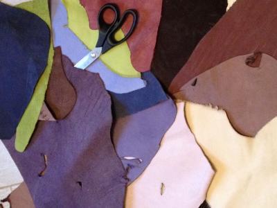 Кожа натуральная кусочками в пакете 1кг цветная