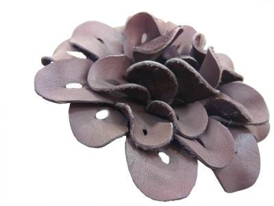 Декоративный цветок из натуральной кожи фиолетовый