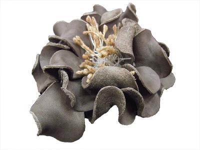 Цветок из натуральной кожи кофейный